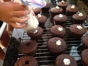 filling cupcake holes